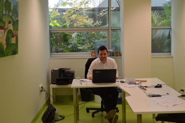Ariad UX recruiter Javier Cuadra at desk